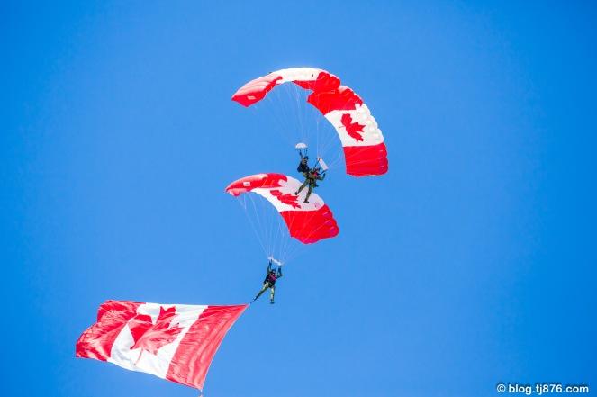 CANADIAN ARMY SKYHAWKS PARACHUTE TEAM